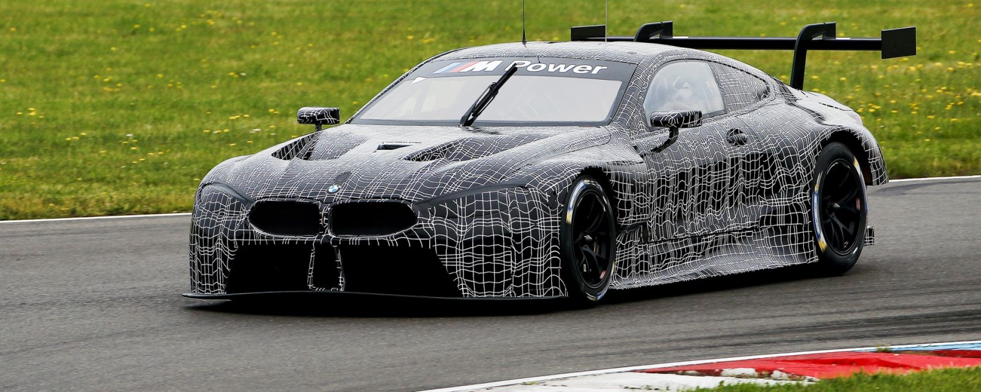 Esordio in pista per la BMW M8 GTE all' EuroSpeedway LausitzringEast in Germania