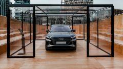 Evento a Milano per la presentazione di Audi Q4 e-tron: l'auto vista di fronte