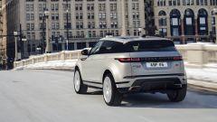 Range Rover Evoque e Discovery Sport, sale a bordo il monopattino - Immagine: 3