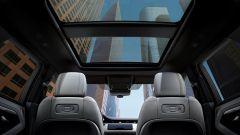 Range Rover Evoque e Discovery Sport, sale a bordo il monopattino - Immagine: 4
