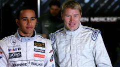 F1 2006: Lewis Hamilton con Mika Hakkinen ai test di Barcellona in novembre