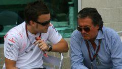 F1 2007: Fernando Alonso (McLaren) a colloquio con Gian Carlo Minardi