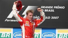 F1 2007: Kimi Raikkonen (Ferrari) celebra la conquista del titolo iridato
