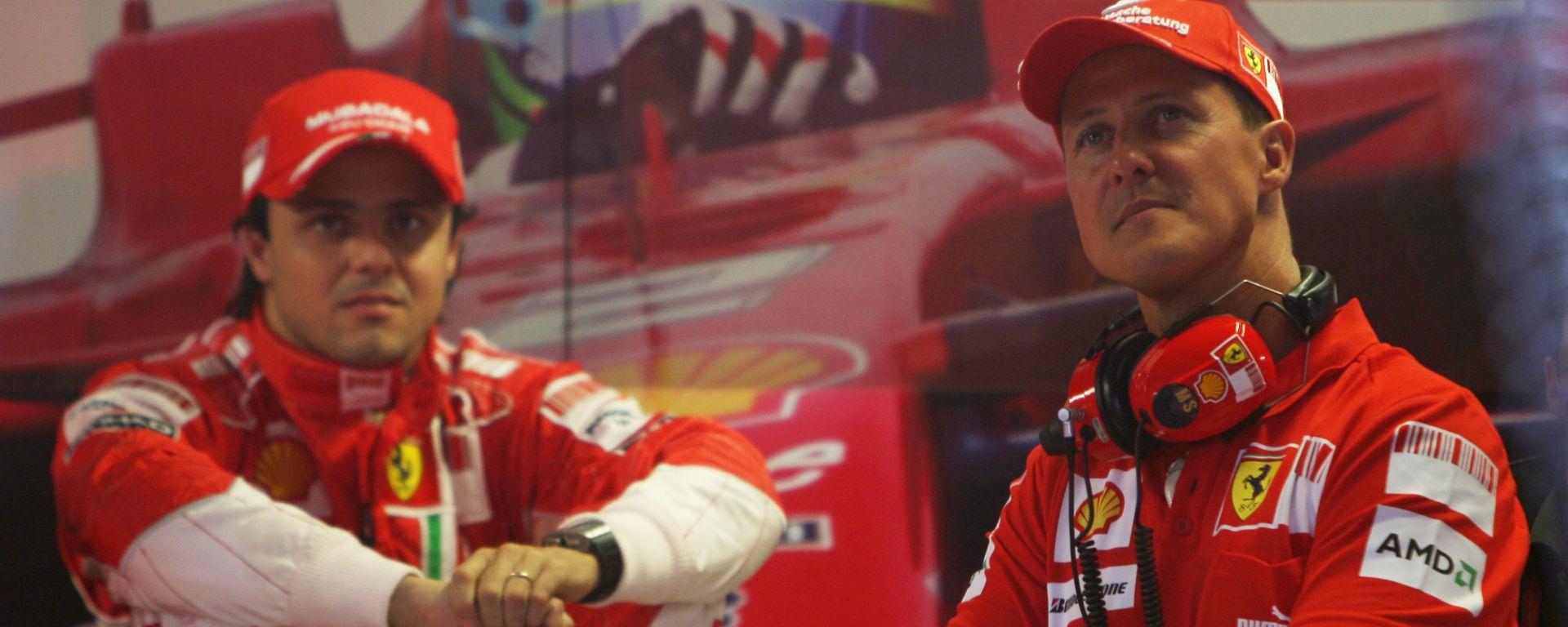 F1 2008: Felipe Massa e Michael Schumacher nel box Ferrari