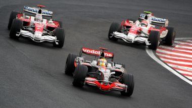 F1 2008, Timo Glock e Lewis Hamilton negli ultimi drammatici giri del Gp del Brasile
