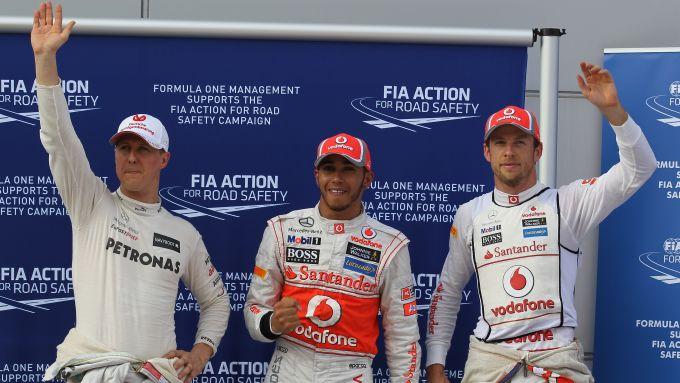 F1 2012: Michael Schumacher (Mercedes), Lewis Hamilton e Jenson Button (McLaren) al termine delle qualifiche del GP Malesia
