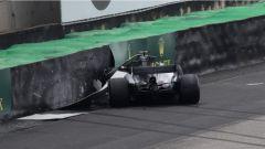 F1 2017 GP Brasile, Hamilton a muro in Q1