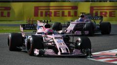 F1 2017 GP Giappone, Esteban Ocon davanti a Sergio Perez