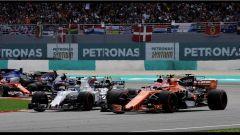 F1 2017 GP Malesia, Alonso in lotta con Massa