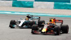 F1 2017 GP Malesia, Max Verstappen contro Lewis Hamilton
