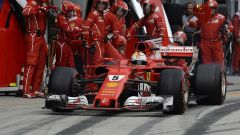 F1 2017 GP Malesia, Sebastian Vettel al pit-stop