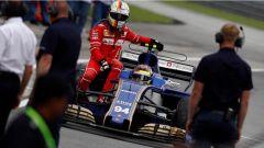 F1 2017 GP Malesia, Vettel torna ai box con la Sauber di Wehrlein