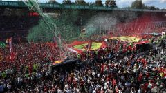 F1 2017 GP Monza, la marea rossa dei tifosi della Ferrari