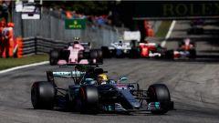 F1 2017 GP Monza, Lewis Hamilton all'entrata della variante Ascari
