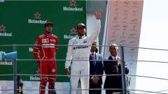 F1 2017 GP Monza, Lewis Hamilton esulta sul podio