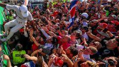 F1 2017 GP Monza, Lewis Hamilton si concede ai tifosi
