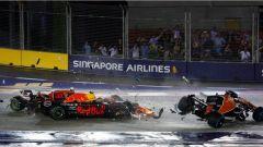 F1 2017 GP Singapore, il contatto alla prima curva tra Raikkonen, Verstappen e Alonso