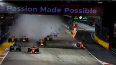 F1 2017 GP Singapore, Kimi Raikkonen prosegue verso la prima curva