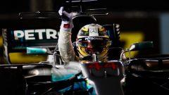 F1 2017, GP Singapore: Lewis Hamilton baciato dalla fortuna vince sul Marina Bay, debaclè della Ferrari
