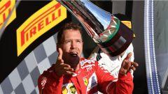 F1 2017 GP Ungheria, Sebastian Vettel con la coppa del vincitore