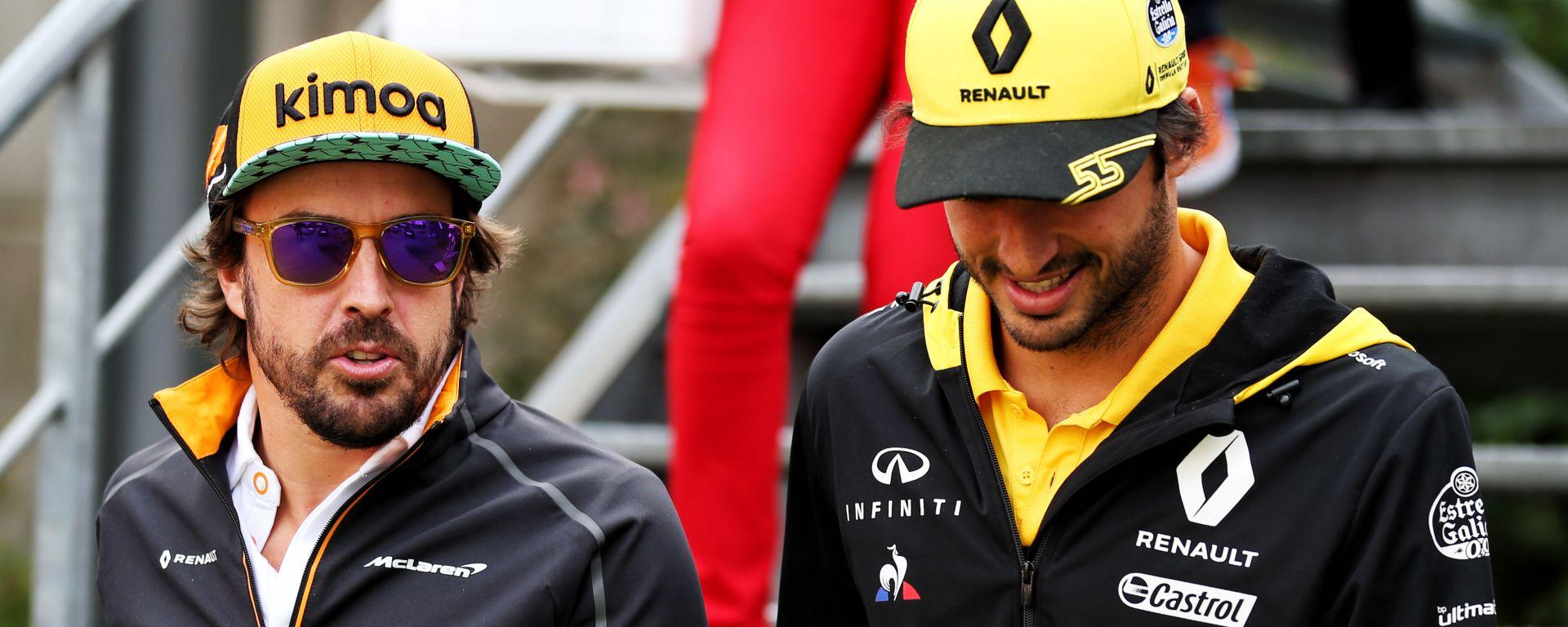 F1 2018: Fernando Alonso (McLaren) con Carlos Sainz (Renault)