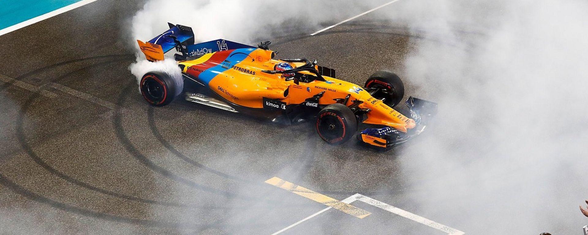 """Alonso: """"Grazie a tutti, un onore aver guidato nell'era di Lewis e Seb"""""""