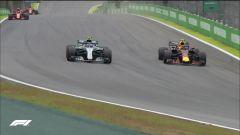 GP Brasile: vince Hamilton, ma merita Verstappen (buttato fuori da Ocon) - Immagine: 6
