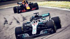 GP Brasile: vince Hamilton, ma merita Verstappen (buttato fuori da Ocon) - Immagine: 1