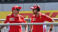 F1 2018, GP Gran Bretagna, Kimi Raikkonen e Sebastian Vettel chiacchierano durante la driver parade