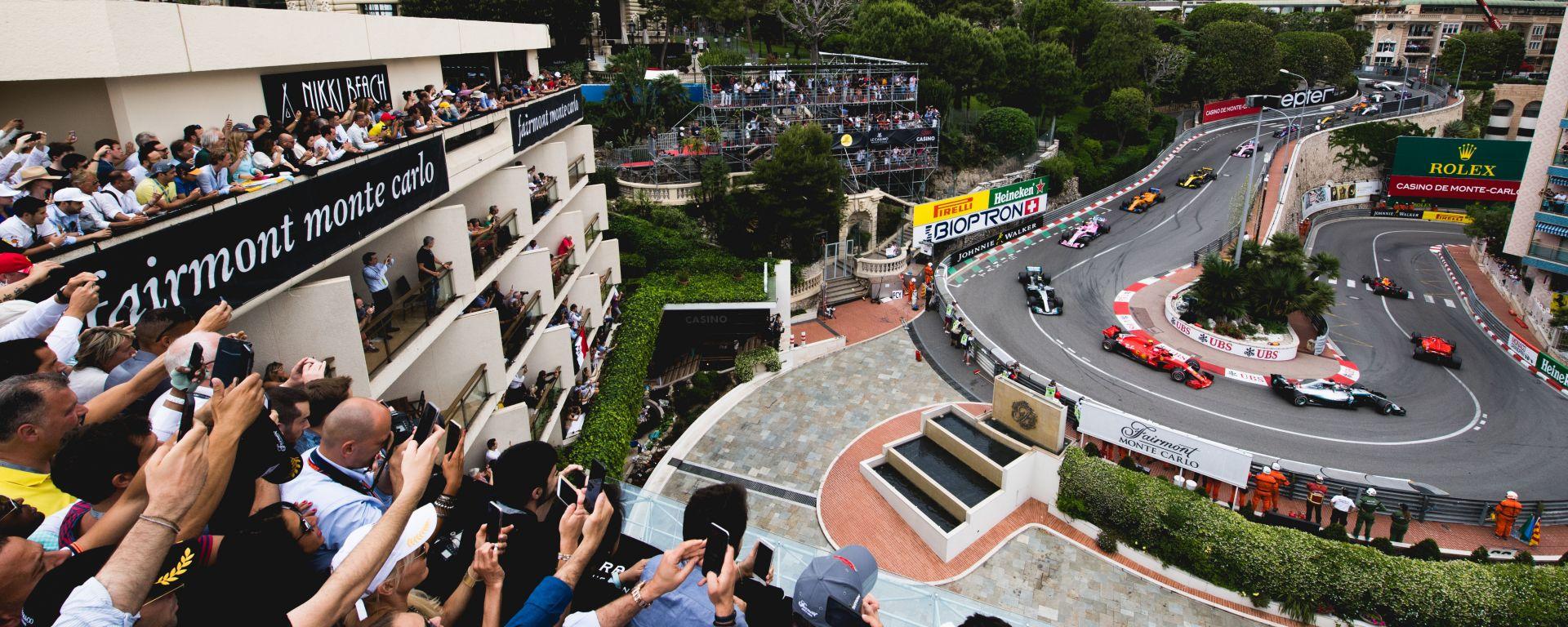 F1 2018, GP Monaco, Monte Carlo: passaggio delle auto all'Hairpin durante il primo giro