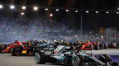 GP Singapore: Hamilton domina e prenota il quinto titolo, Vettel 3° - Immagine: 1