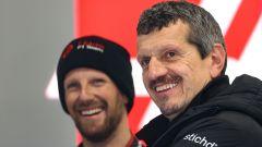 F1 2019, il team principal della Haas, Gunther Steiner sorridente al fianco di Romain Grosjean