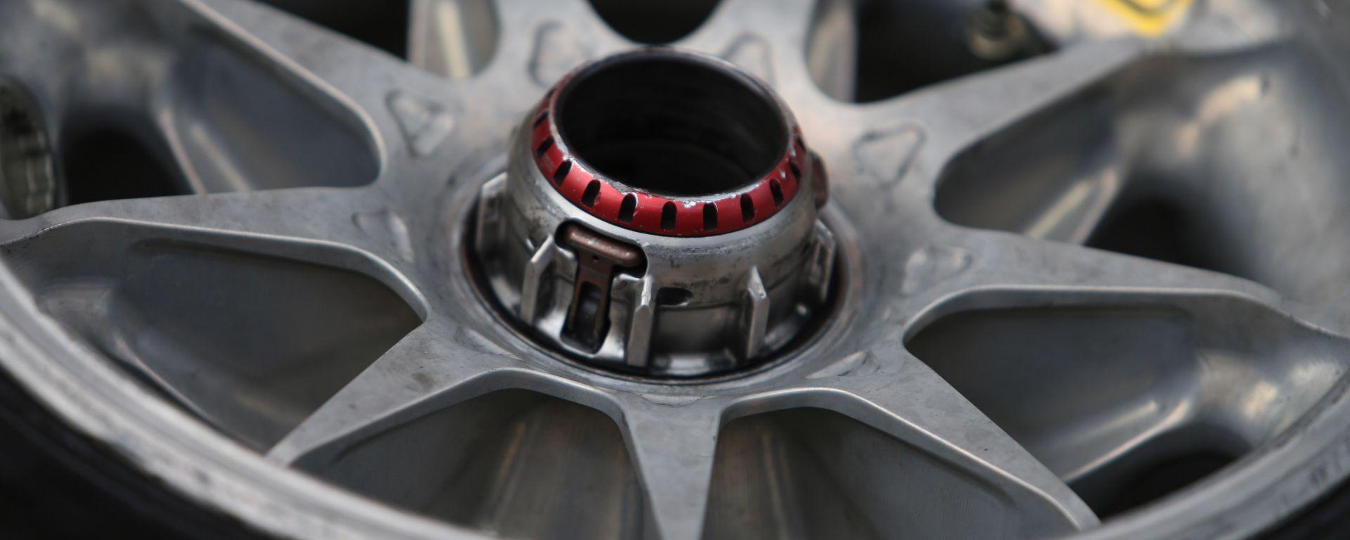 F1 2019: particolare cerchio OZ e gomma Pirelli