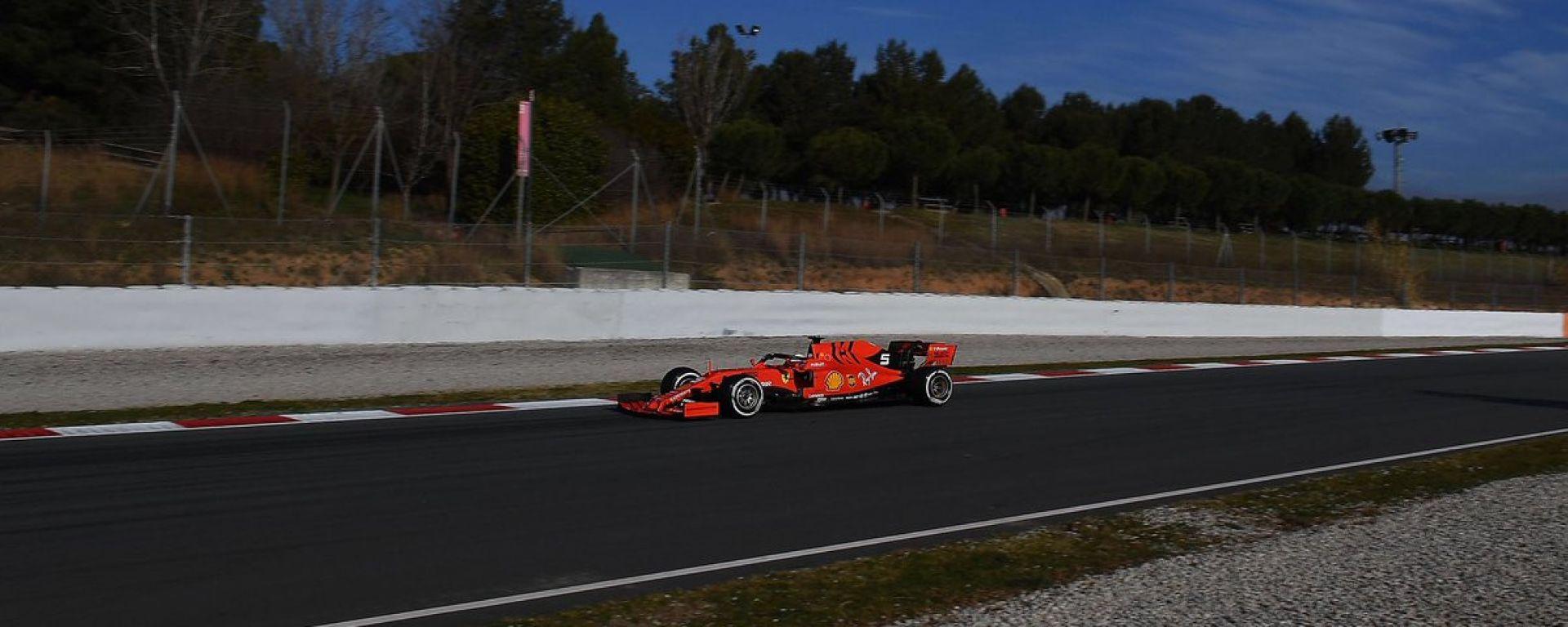 Test F1 Barcellona, day-1. la Ferrari si traveste da Mercedes