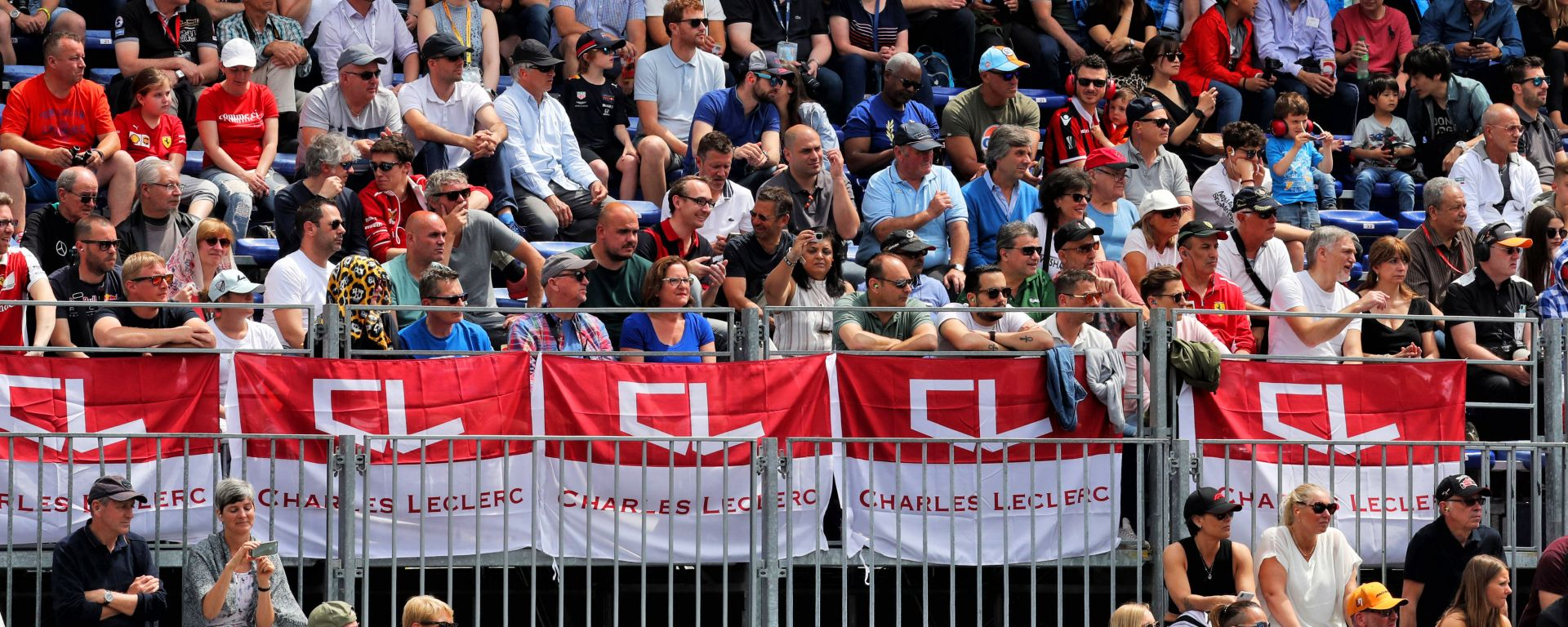 F1 2019: tifosi di Charles Leclerc in tribuna