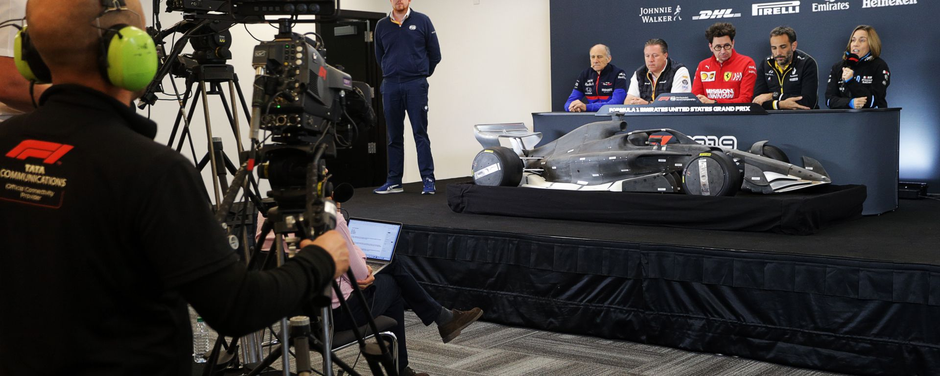F1 2019, un cameraman di Tata Communications durante una conferenza stampa