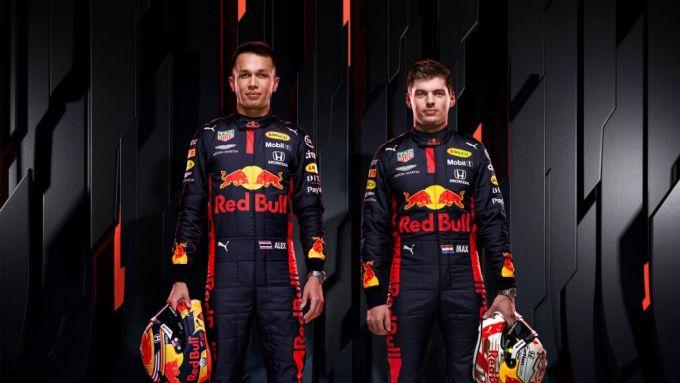 F1 2020: Alex Albon e Max Verstappen con la nuova tuta Red Bull