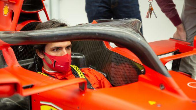 F1 2020, Carlos Sainz a Maranello per la prova sedile della Ferrari
