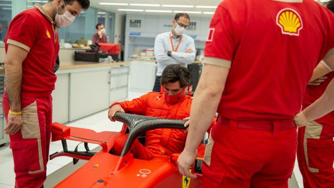 F1 2020, Carlos Sainz si cala nell'abitacolo della Ferrari