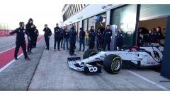 F1 2020: Daniil Kvyat esce dal box con l'Alpha Tauri AT01