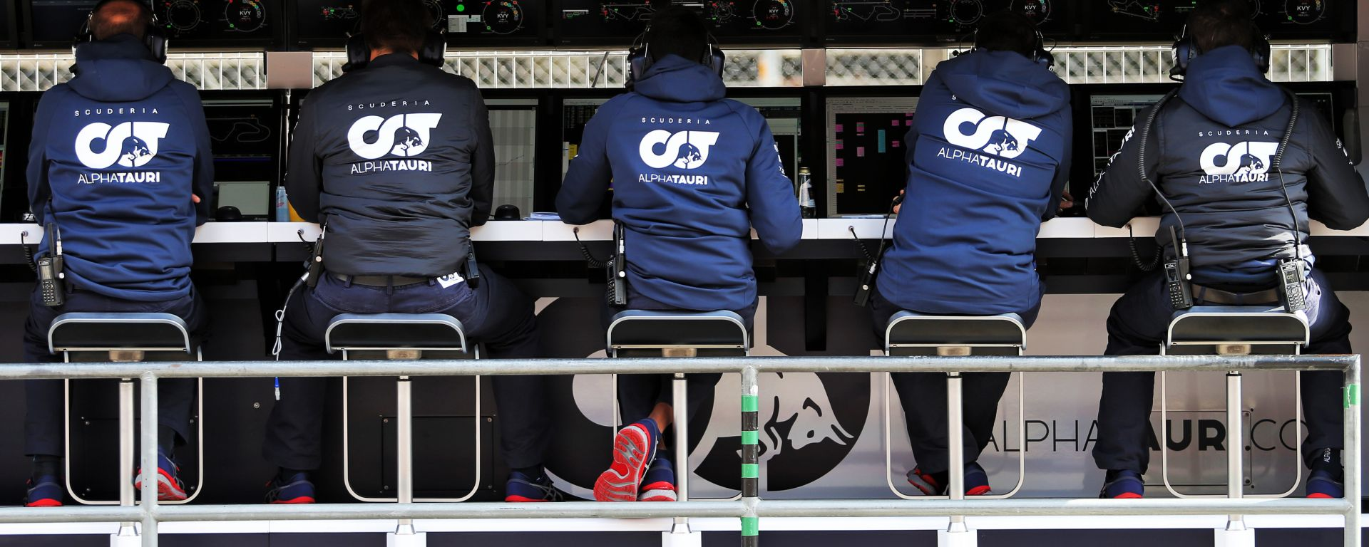 F1 2020: il muretto Alpha Tauri