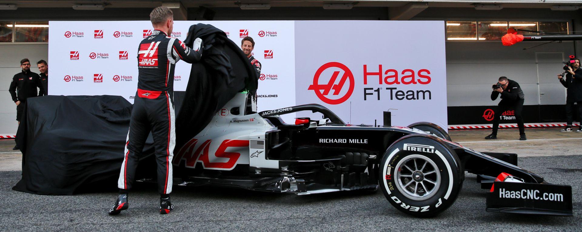 F1 2020: Kevin Magnussen e Romain Grosjean svelano la Haas VF20