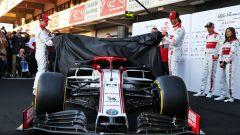 F1 2020: Kimi Raikkonen e Antonio Giovinazzi svelano l'Alfa Romeo C39
