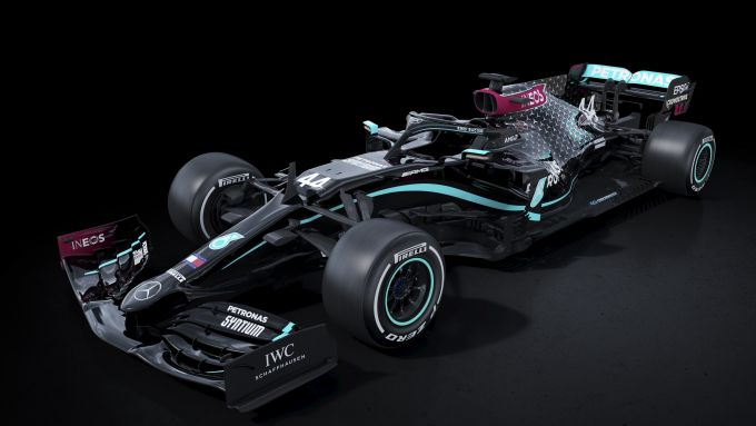 F1 2020, la nuova livrea total black della Mercedes W11