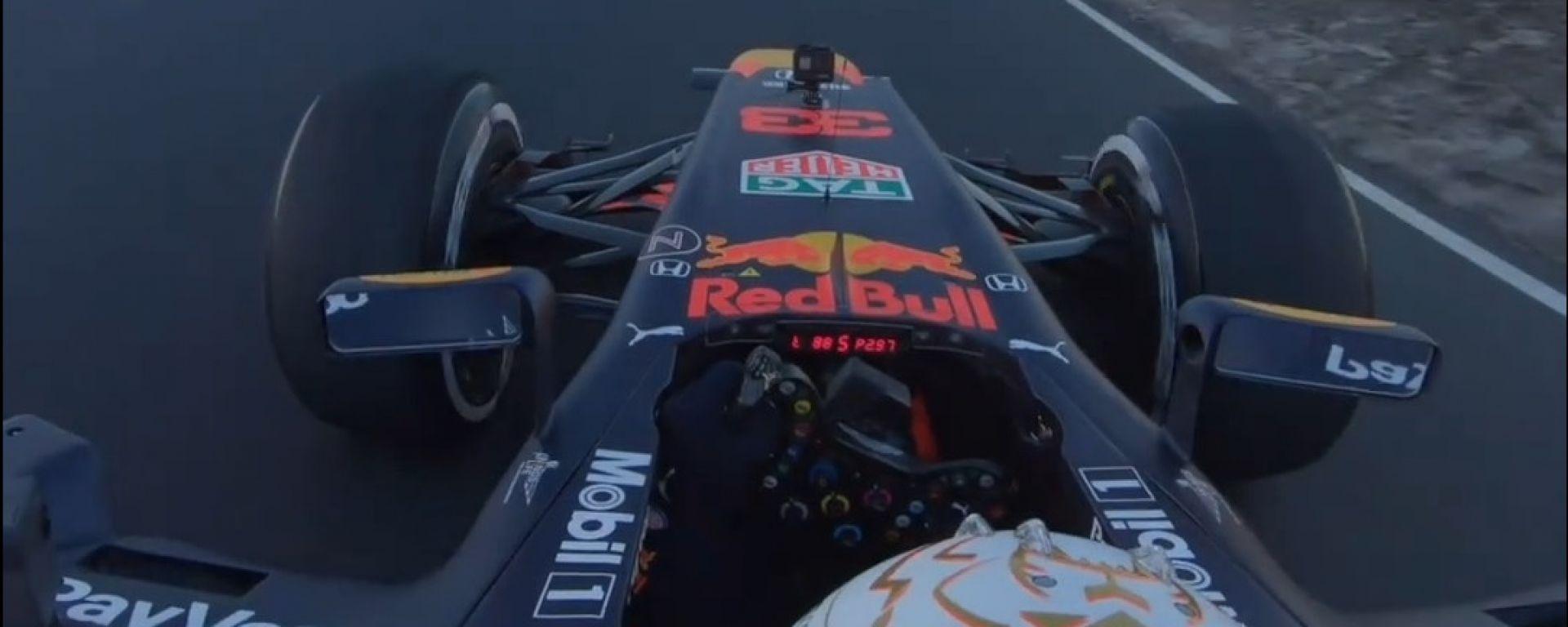 F1 2020: Max Verstappen impegnato nell'ultima curva del circuito di Zandvoort