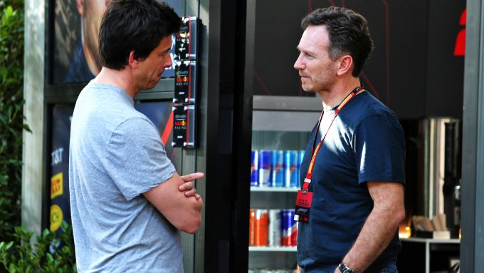 F1 2020: Toto Wolff (Mercedes) e Chris Horner (Red Bull) a colloquio a Melbourne