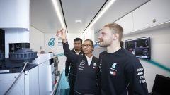 F1 2020, Valtteri Bottas in visita al motorhome Petronas