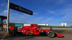 F1 2021, Carlos Sainz alla guida della Ferrari SF71H del 2018 a Fiorano