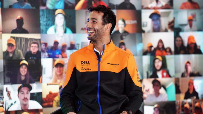 F1 2021, Daniel Ricciardo sorridente alla presentazione McLaren MCL35M