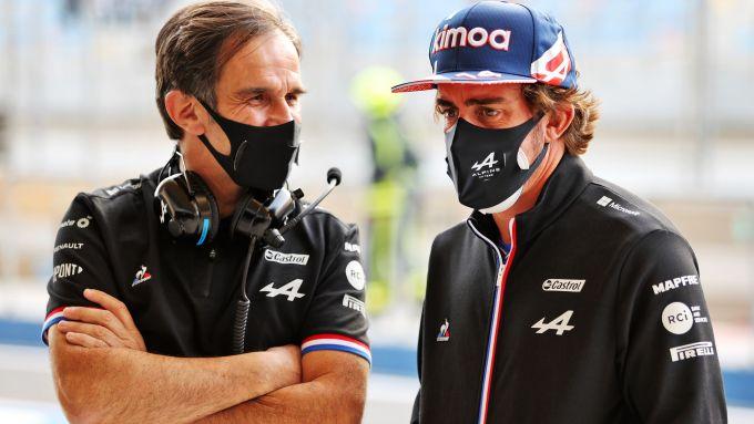F1 2021: Davide Brivio con Fernando Alonso (Alpine)